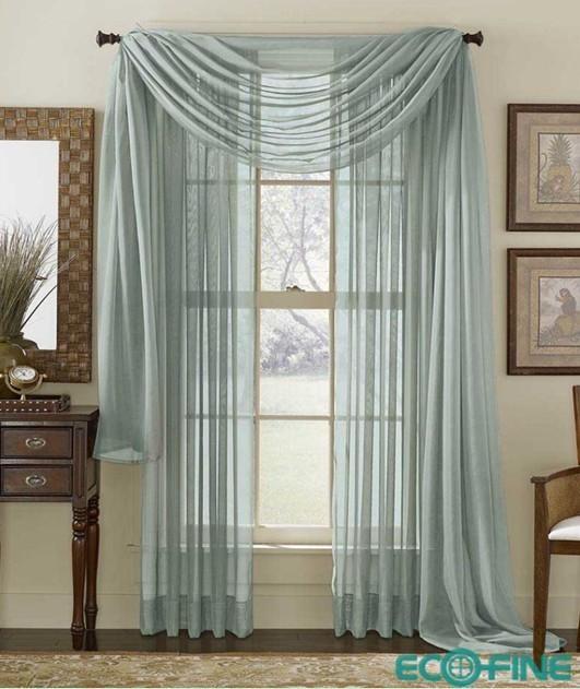 欧式巴洛克风格的窗帘既缀有厚重的流苏和精美的顶部