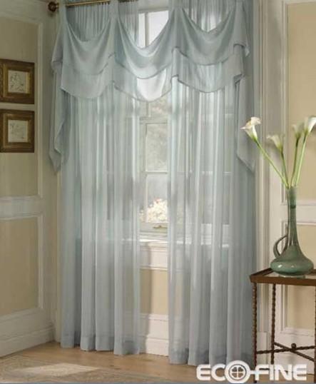 窗纱之影,谁在屋中