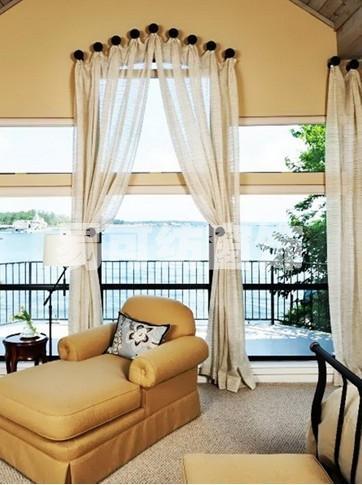 墨绿色卧室搭配什么颜色家具和窗帘