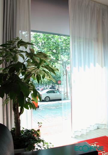雨丝打湿我的窗纱