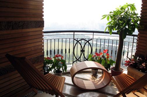 相关装修图库 阳台木质躺椅图片