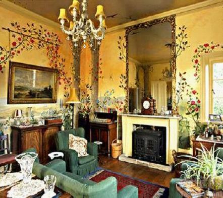 美丽花藤开遍客厅的墙壁