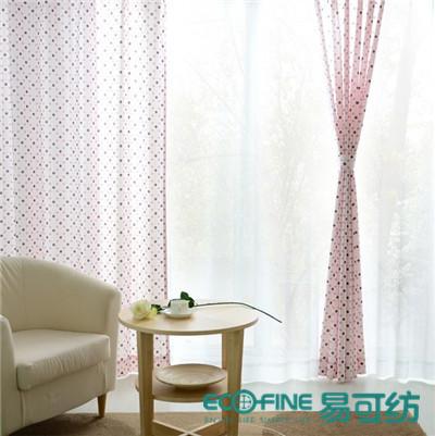 清新可爱的波点窗帘,营造出活泼甜美的视觉效果