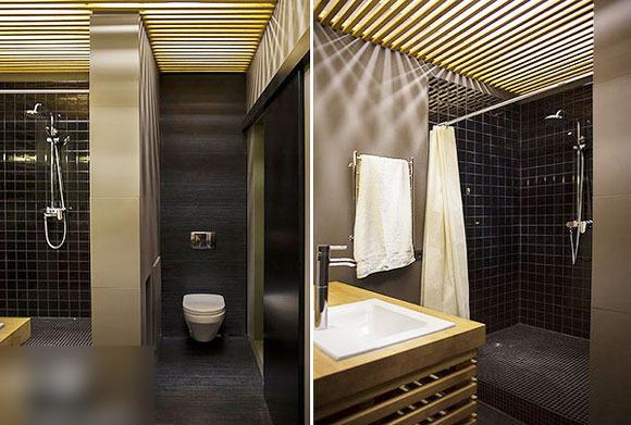 屋顶灯光透过成排木条时,其形成的光影效果,仿佛这间浴室设置在天台