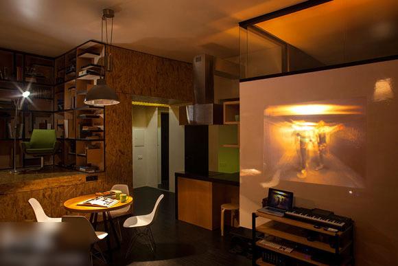 这样的晚上,书房里精心设计的灯饰,点亮了那一方空间,不刺眼,却温馨.