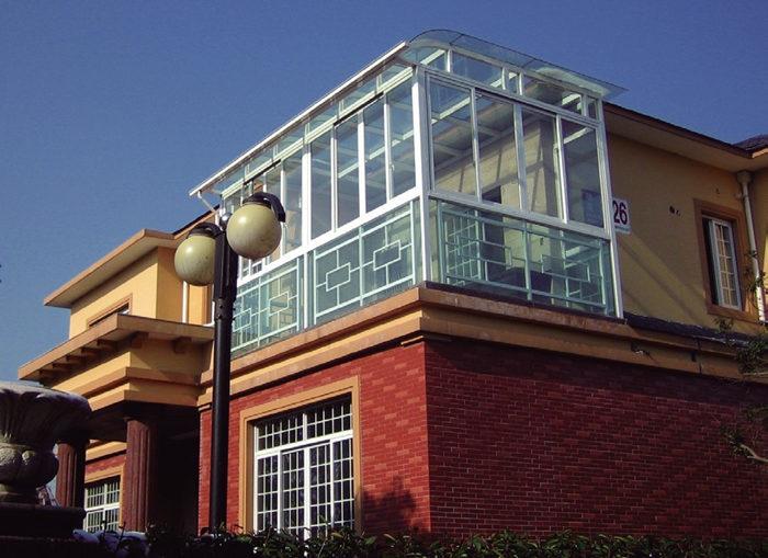 作为植物温室存在的阳光房是许多天台一族的最爱,建造一个阳光房虽然